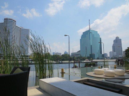 Millennium Hilton Bangkok:                   Frühstücksbereich (Außen)