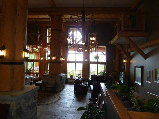 The Hillcrest Hotel, a Coast Resort: Eingangshalle