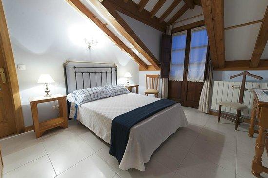 Posada Rural La Cabaña de Salmón: Balcón en la habitación