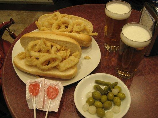 Bar La Campana :                   Boccadillos de calamares