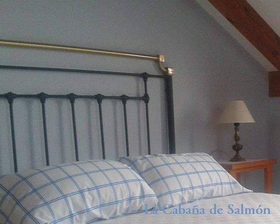 Posada Rural La Cabaña de Salmón: Detalle dormitorio