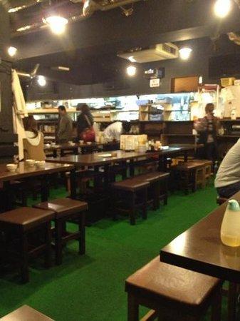 Tavern Komatsu:                   結構広い
