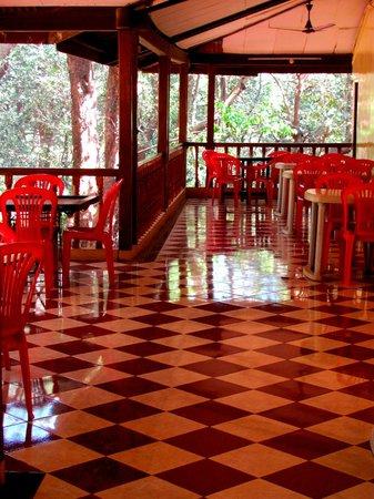 Hotel Woodlands Matheran:                   dining hall