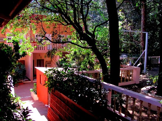 Hotel Woodlands Matheran:                   a view of the rooms from outside