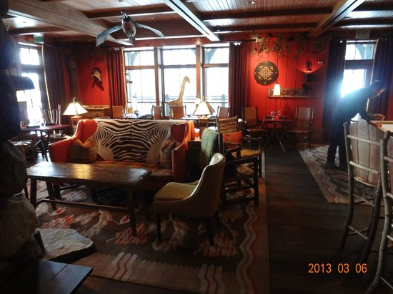 Lake Placid Lodge:                                     Maggys pub