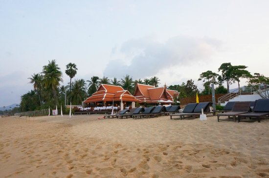 Samui Buri Beach Resort:                                     View from the beach