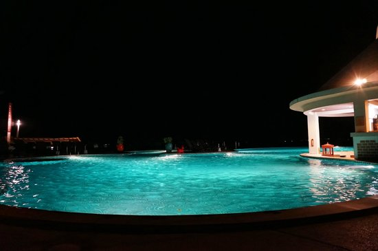 Samui Buri Beach Resort:                                     View on big pool