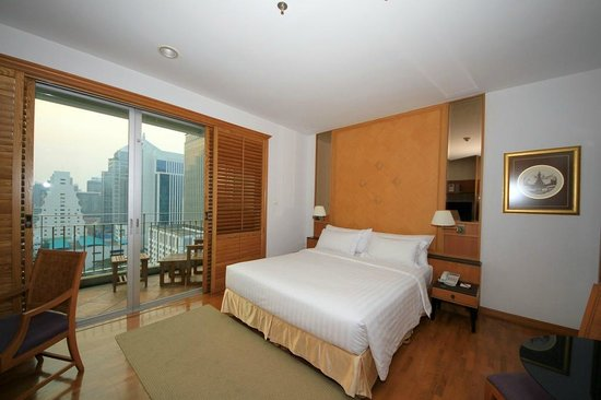 Grande Centre Point Hotel Ploenchit:                   Our room and balcony.