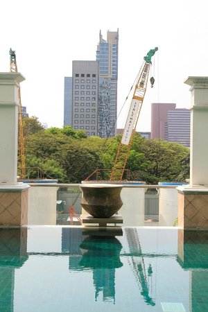Grande Centre Point Hotel Ploenchit:                   View from the pool.