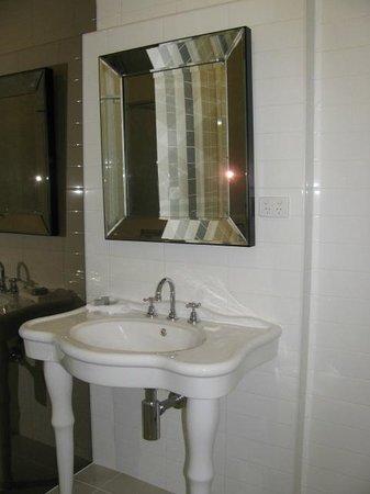 Sovereign Hill Hotel:                                     Bathroom