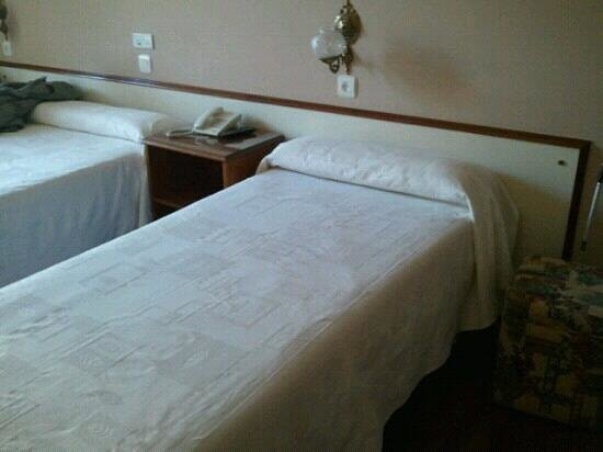 Hotel Avenida:                                     habitacion 103