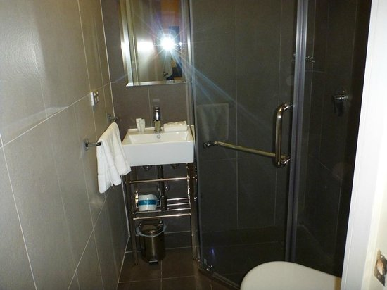 The Bayswater Sydney:                   Small Bathroom but Immaculate Clean and Fluffy Towels