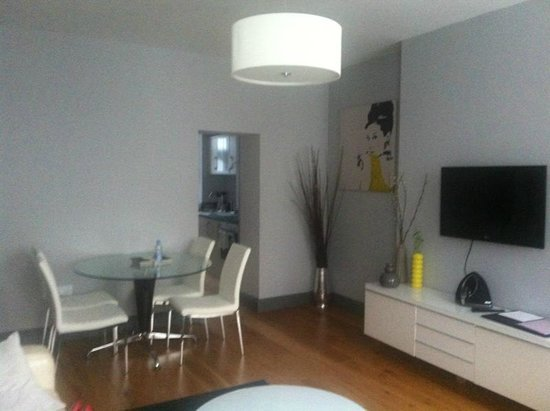 22 Lansdown Place:                   living room in Apt number 1