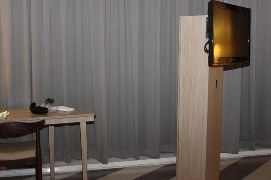 Atria Hotel Gading Serpong:                   Bigscreen TV
