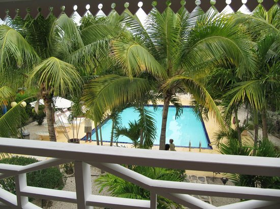 Caribbean Paradise Inn:                   The pool from balcony of Room 11