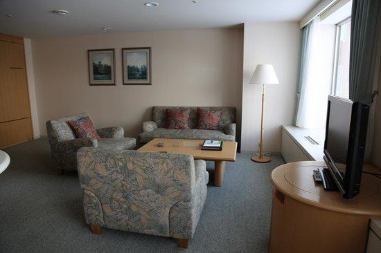 Rusutsu Resort Hotel & Convention:                   Living room
