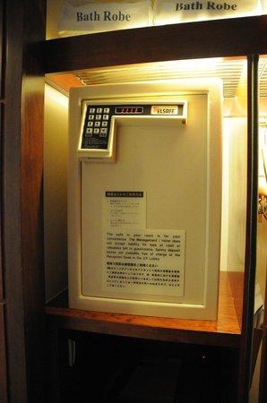 Sheraton Hong Kong Hotel & Towers:                   biggest safe box ever seen                 