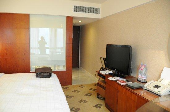 Sheraton Hong Kong Hotel & Towers:                   room, a bit small