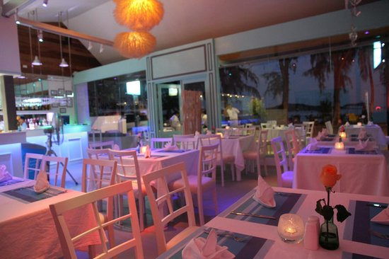 lugar de place, looking forward to serve you