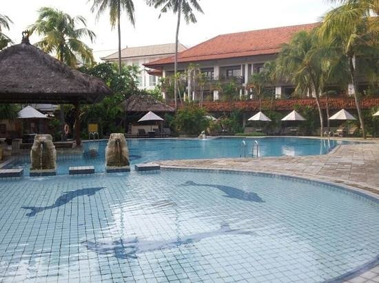 Hotel Santika Premiere Beach Resort Bali:                   premiere swimming pool
