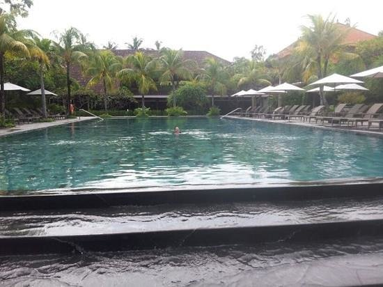 Hotel Santika Premiere Beach Resort Bali:                   amazing pool