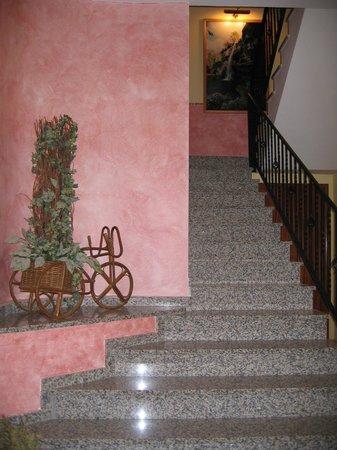 Casa Barcelo: acceso a las habitaciones, también hay ascensor.