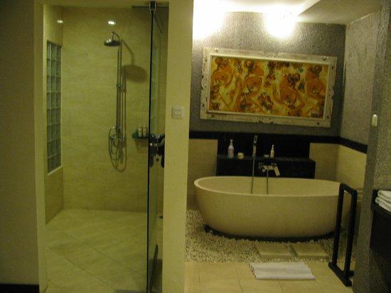 بالي ريتش سيمينياك فيلاز:                   Shower                 