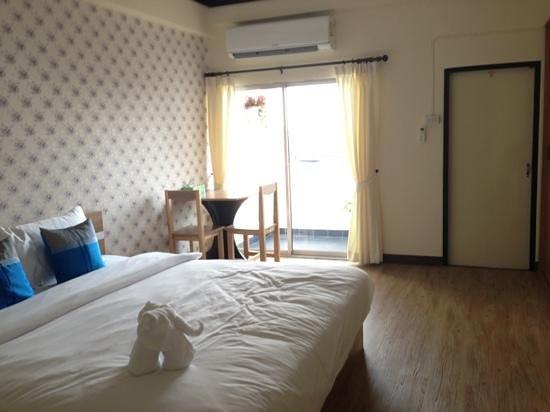 Komol Residence Bangkok:                   double room with balcony