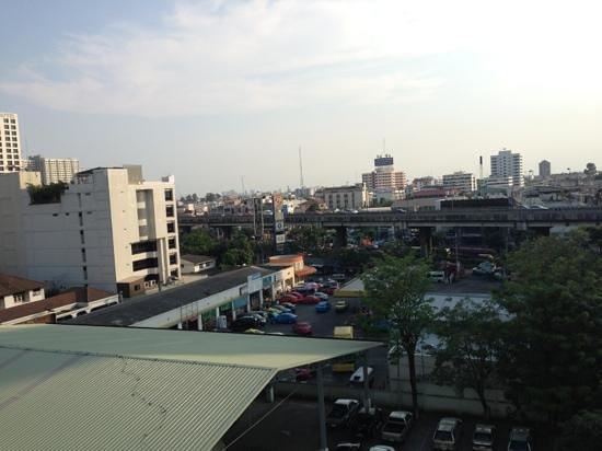 Komol Residence Bangkok:                   view from our balcony