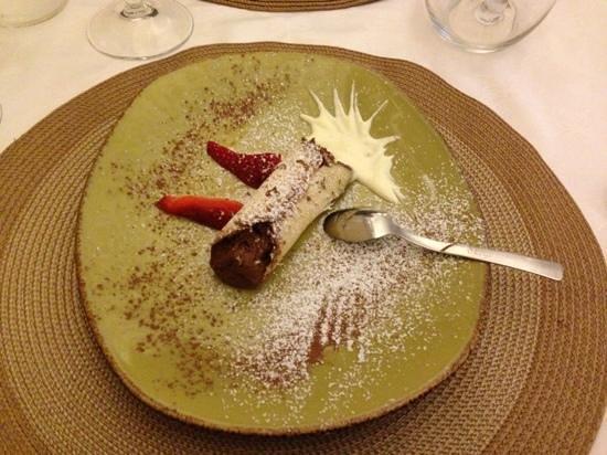 La Tana del Riccio:                   cannolo al cioccolato