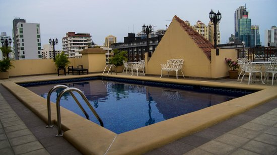 Hotel Coral Suites:                   The rooftop pool
