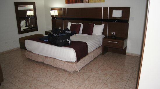 Hotel Coral Suites:                   Room