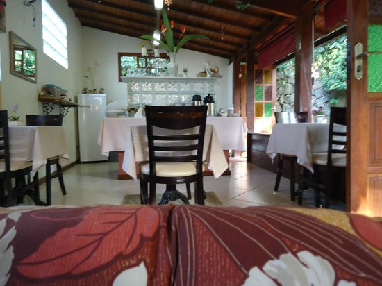 Aratinga Inn:                   Dining room