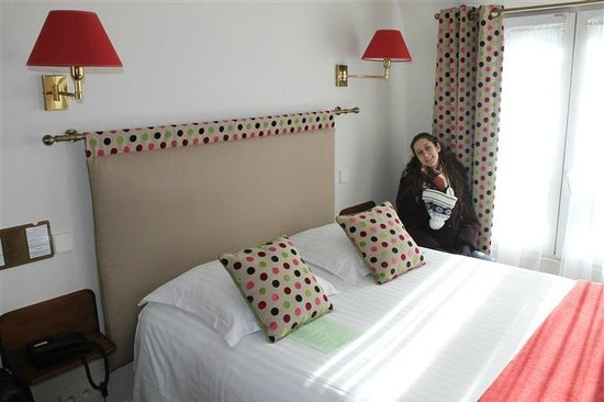New Orient Hotel:                   Comfortable and spotlessly clean bed