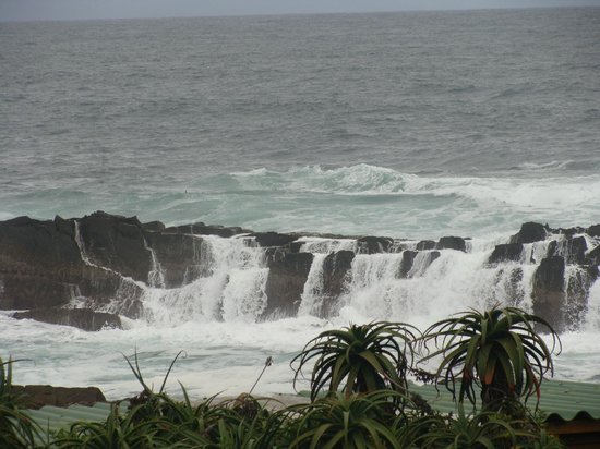 Storms River Mouth Restcamp:                   Cascading waves