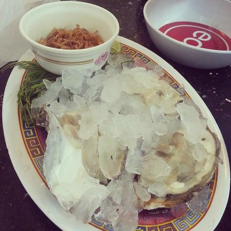 T-Pochana Ratchaprarop:                   Fresh oysters at its best
