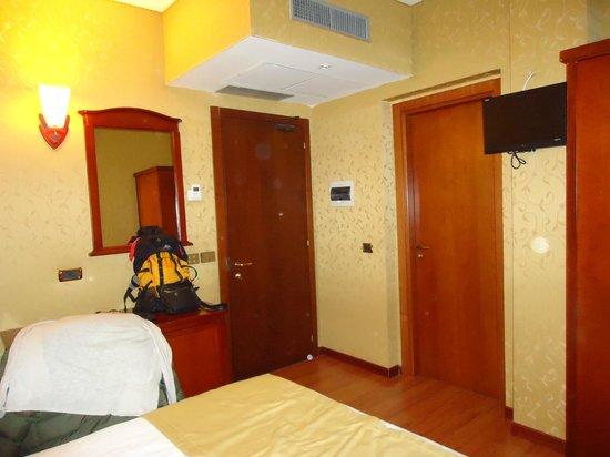 Hotel Impero:                                                       apto pequeno fundos