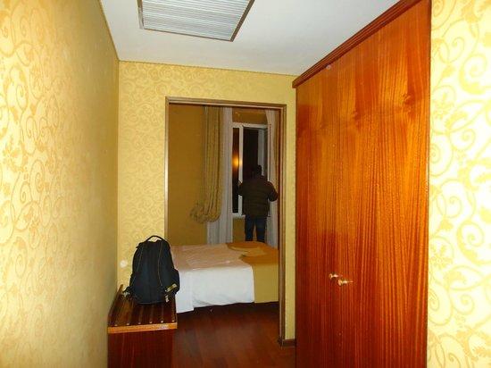 Hotel Impero:                                                       apartamento pequeno fundos