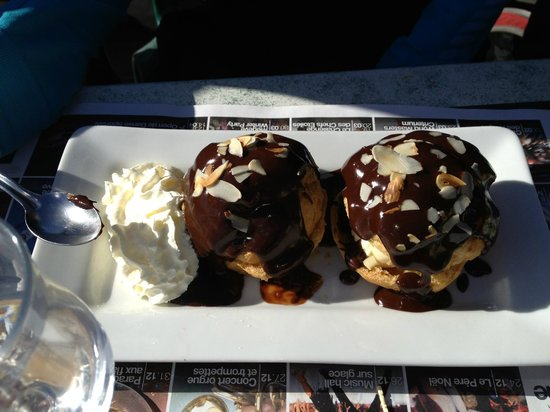 Le Babotch :                   Profiterolle chocolate dessert with ice cream