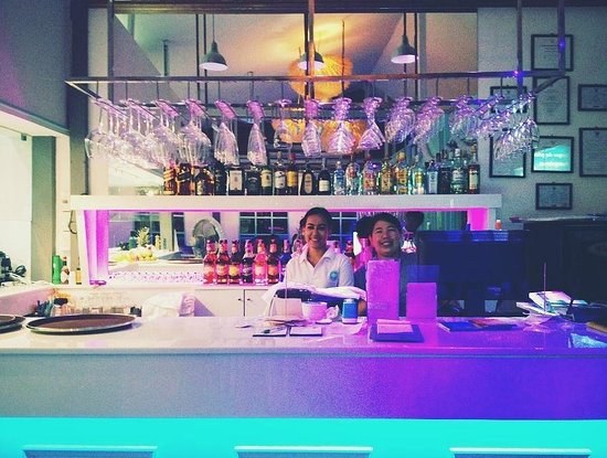 Lugar de Place: Trendy bar with our smiling staff