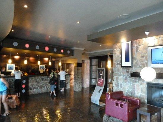 Sandman Hotel & Suites Kelowna: Empfang