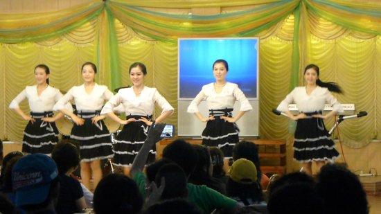 Pyongyang Restaurant:                   ショー