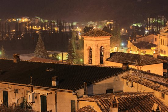 La loggia sul Nera:                   vista di notte dal balcone