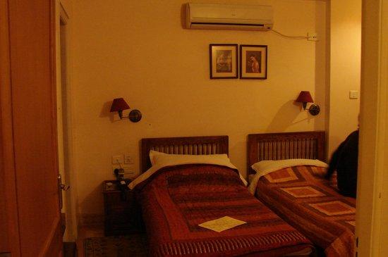 Om Niwas:                   Bed room