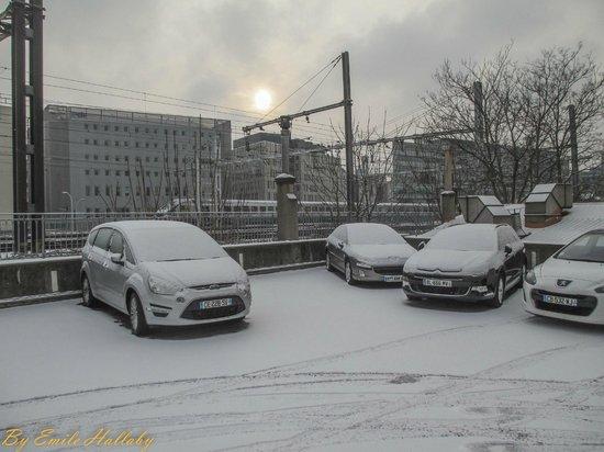Hotel Du Parc :                   Hotel parking a few streets away