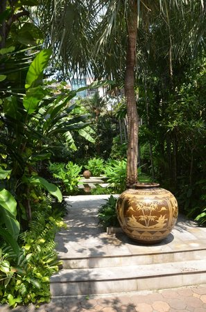 Chakrabongse Villas:                   The Gardens
