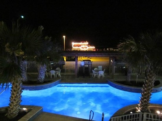 Gaido's Seaside Inn: Our Pool At Night