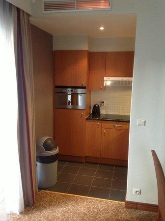 Marriott Executive Apartments Brussels, European Quarter :                                     the kitchen area