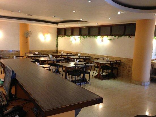 Hotel Lake View Inn:                   Restaurant Dining Room
