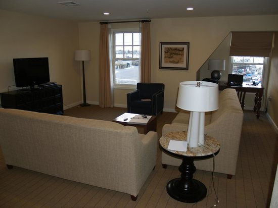 Wyndham Long Wharf Resort:                   Nice living area with good view